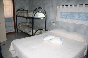 Letto o letti a castello in una camera di La Pavoncella