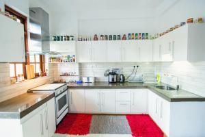 A kitchen or kitchenette at Sweet Lanka Kandy