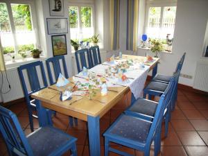 Ein Restaurant oder anderes Speiselokal in der Unterkunft Landhaus Klostermühle