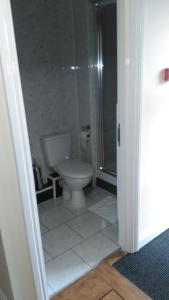 A bathroom at The Premier Lodge
