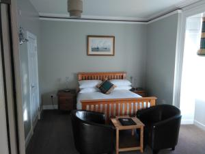 A bed or beds in a room at Shandwick House