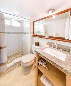 A bathroom at Bimini Big Game Club Resort & Marina