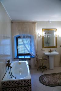 A bathroom at Boutique Apartments Pokrovka 9A