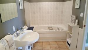 A bathroom at The Lookout Inn