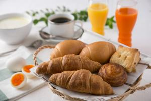 Breakfast options available to guests at R&B Hotel Shin Yokohama Ekimae
