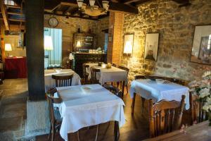 Un restaurante o sitio para comer en El Rincón de Doña Urraca