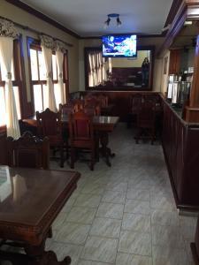 Un restaurant u otro lugar para comer en Patri Hotel