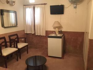 Una televisión o centro de entretenimiento en Patri Hotel