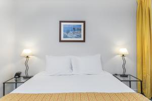 A bed or beds in a room at Royal Regency By Diamond Resorts