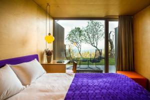 A bed or beds in a room at Casa das Penhas Douradas - Burel Mountain Hotels