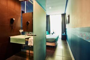 A bathroom at Hotel 54 Barceloneta