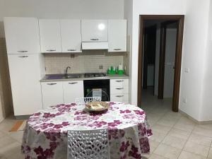 A kitchen or kitchenette at Casa Vacanza Villaggio Solaris