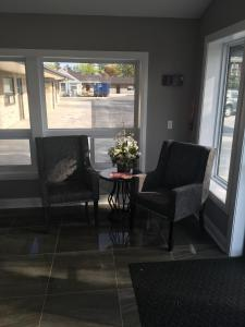 A seating area at Wigles Motel
