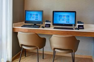The business area and/or conference room at SpringHill Suites St. Louis Brentwood