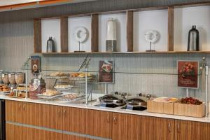 A kitchen or kitchenette at SpringHill Suites St. Louis Brentwood