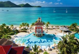 Vista de la piscina de Sandals Grande St. Lucian Spa and Beach All Inclusive Resort - Couples Only o alrededores