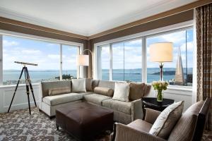 A seating area at Fairmont San Francisco