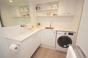 A kitchen or kitchenette at Cossies by the Sea