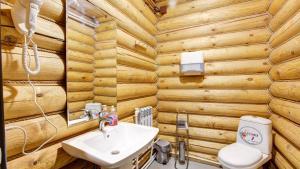 A bathroom at House Rucheek with sauna