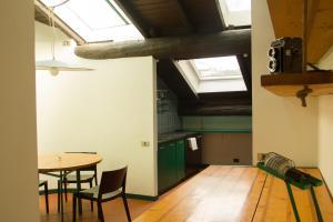Cucina o angolo cottura di Cozy Apartment in Como