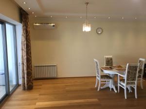 Телевизор и/или развлекательный центр в Apartment In Ideal House 3