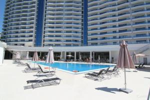 The swimming pool at or near Apartment In Ideal House 3
