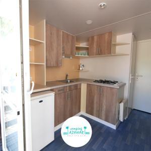 Een keuken of kitchenette bij Camping Azahar