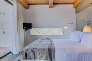 A bed or beds in a room at Monte Velho Equo-Resort