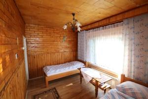 Łóżko lub łóżka w pokoju w obiekcie Agroturystyka Tyniok