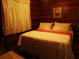 A bed or beds in a room at Pousada Refugio Comodo