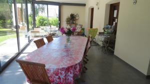 Restaurant ou autre lieu de restauration dans l'établissement Chez Nathalie Techer