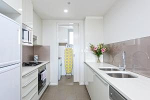 A kitchen or kitchenette at Astra Apartments North Sydney
