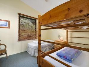 A bunk bed or bunk beds in a room at Cara