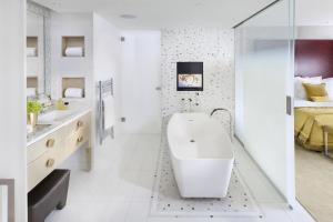 Een badkamer bij Mandarin Oriental, Paris