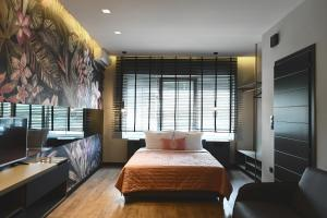 A bed or beds in a room at Avenue Luxury Apartments