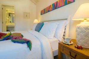 Una cama o camas en una habitación de La Chimère Buzios Essence