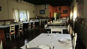 A restaurant or other place to eat at Quinta das Rolas