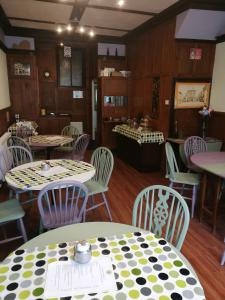 A restaurant or other place to eat at Ryder House B&B