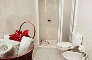 Een badkamer bij Bungalows Tenesoya Gay Men Only