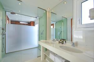 Ένα μπάνιο στο Ibiscus Hotel