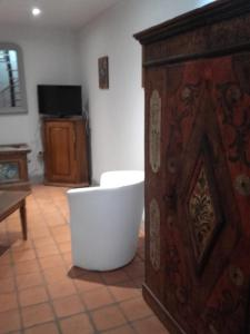 A television and/or entertainment center at Gîte chez Marie-Sarah