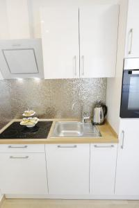 A kitchen or kitchenette at A'marie Apartments