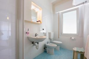 Koupelna v ubytování Hotel Maxim