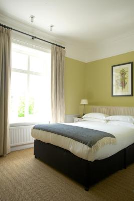 The Manor at Sway - Hotel Restaurant and Gardens - Laterooms