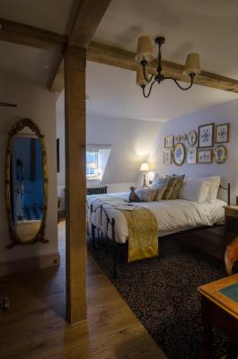 1777. Bedrooms & Breakfast at The Albion - Laterooms