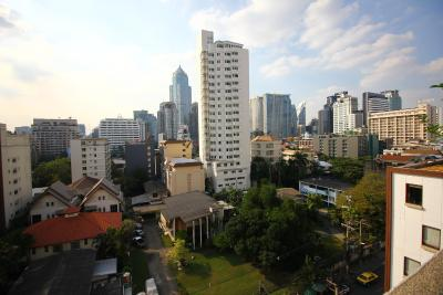 Omni Tower Sukhumvit Nana by Compass Hospitality - Laterooms