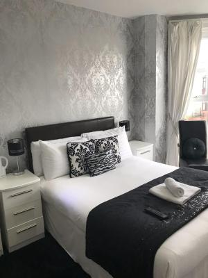 Aaron Guest House Southport - Laterooms