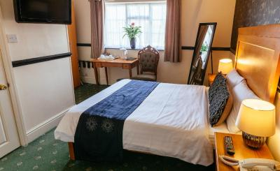 Pymgate Lodge Manchester Airport Hotel - Laterooms