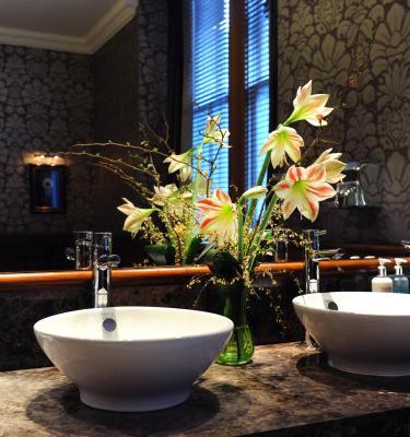 Royal Highland Hotel - Laterooms