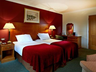 Macdonald Elmers Court Hotel - Laterooms